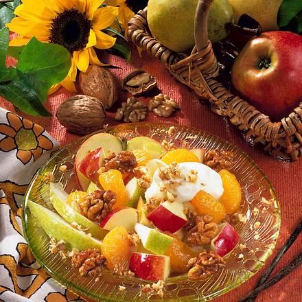 Herbstlicher Obstsalat mit karamellisierten Walnüss Rezept
