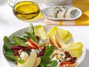 Herbstsalat mit Apfel und Roquefort Rezept