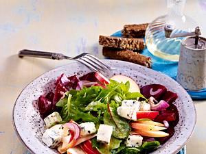 Herbstsalat mit Rote Bete, Äpfeln und Gorgonzola Rezept