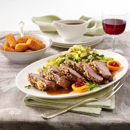 Hirschrücken mit Gewürzkruste zu Mandelwirsing und Kartoffelbällchen Rezept