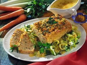 Hirse-Möhrenkuchen mit Porree-Rahm-Gemüse Rezept