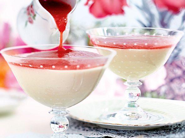Holundercreme mit Erdbeersößchen Rezept