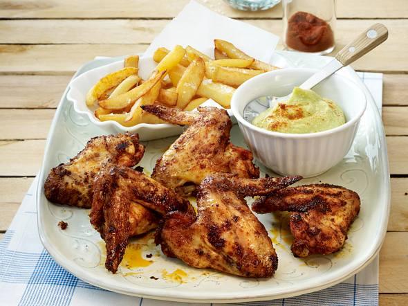 Hot Chicken Wings mit Avocadodip und selbstgemachten Pommes Rezept