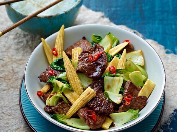 Hüftsteak-Paksoi-Wok mit Maiskölbchen Rezept