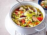 Hühner-Wirsing-Eintopf mit Nudeln und Bohnen Rezept