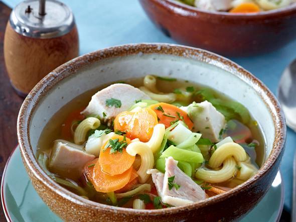 Hühnersuppe mit Gemüse und Nudeln Rezept