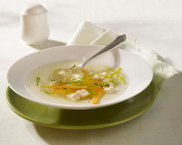 Hühnersuppe mit Gemüsejulienne Rezept