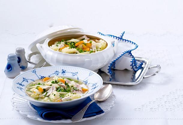 Hühnersuppe mit Grießklößchen (Kochschule) Rezept