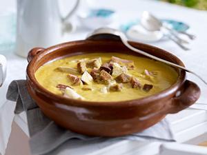 Hühnersuppe mit Mandeln (Sopa Boba) Rezept