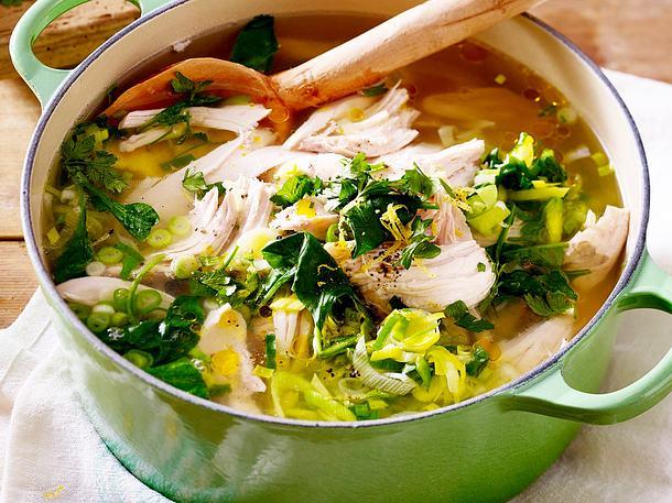 Hühnersuppe mit Zitrone und Spinat Rezept