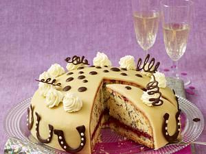 Hufeisen-Marzipan-Torte Rezept