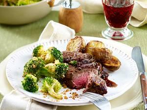 Huftsteaks mit Portweinsoße, Röstkartoffeln und Brokkoli Rezept