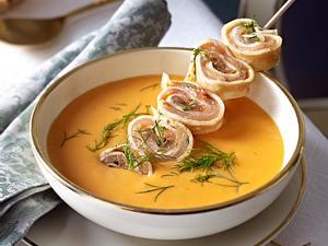 Hummer-Orangen-Suppe mit Lachs-Crespelle Rezept