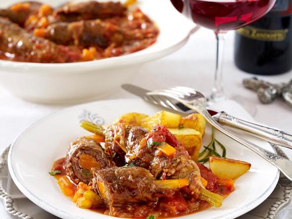 Involtini di manzo alla romana (Rinderrouladen auf römische Art in Tomatensoße) Rezept