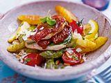 Italienische Spargelpfanne mit Parma-Putenschnitzelchen und Gemüsesalat Rezept