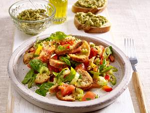 Italienischer Brotsalat und Oliventapenade auf Ciabatta Rezept