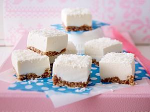 Joghurt-Cheesecake mit Dattel-Cashew-Boden Rezept