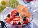 Joghurt-Mandel-Creme mit frischen Beerenfrüchten Rezept