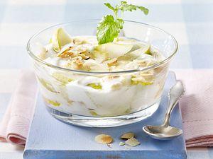 Joghurt mit Birnen und Haselnussblättchen Rezept