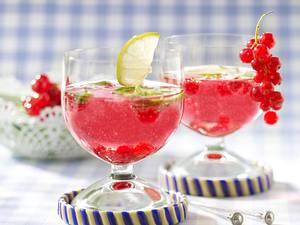 Johannisbeer-Bowle mit Limette und Melisse Rezept
