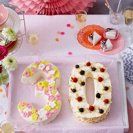 Jubiläums-Torte (30) mit Petit Fours Rezept