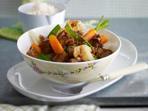 Junges Gemüse mit Lamm-Ragout in Zimt-Kurkuma-Soße Rezept