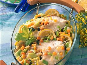 Kabeljau-Koteletts in Suppengemüse gedünstet Rezept