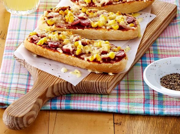Käse-Baguette mit Salami und Mais Rezept
