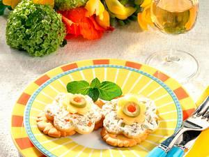 Käse-Kräcker mit Olivencreme Rezept