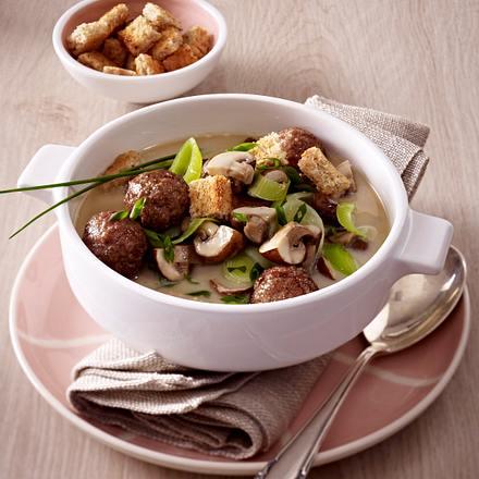 Käse-Porree-Suppe mit Hackbällchen  Rezept