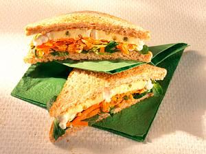 Käse-Sandwich mit Möhrensalat Rezept