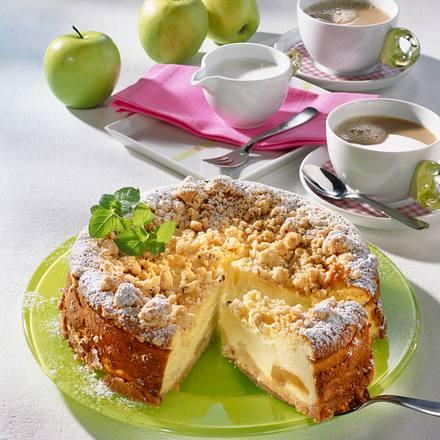 Käse-Streusel-Kuchen mit Äpfeln Rezept