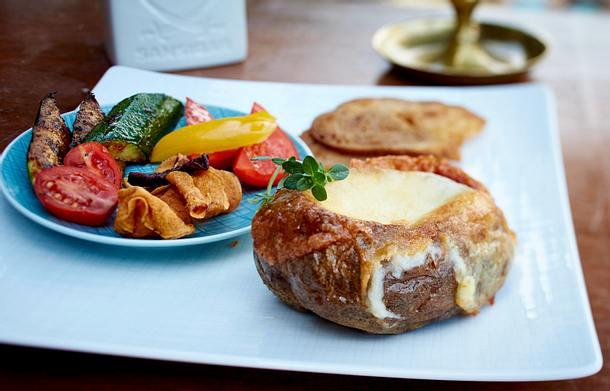 Käsefondue in der Ofenkartoffel Rezept