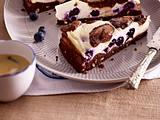 Käsekuchen-Brownies mit Heidelbeeren Rezept