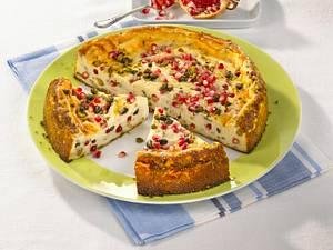 Käsekuchen mit Granatapfel und Pistazien Rezept