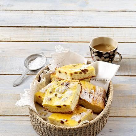 Käsekuchen mit Rosinen vom Blech Rezept