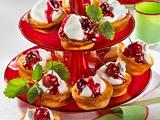 Käsekuchen-Muffins mit Kirschen Rezept