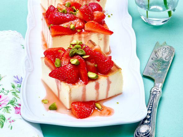 Käsekuchen ohne Boden mit Erdbeerkompott Rezept