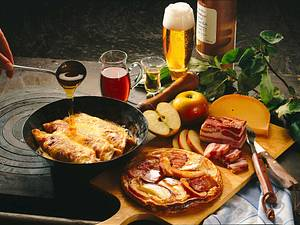 Käsepfannkuchen und Apfel-Speckpannkuchen mit Sirup Rezept