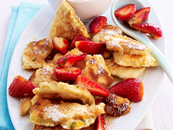 Kaiserschmarren mit marinierten Erdbeeren Rezept