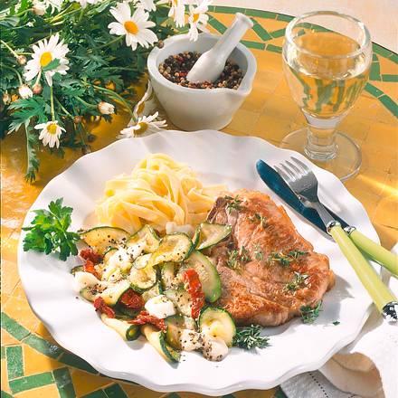 Kalbskotelett mit Zucchini-Gemüse Rezept