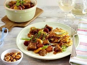 Kalbsragout mit Trauben und gerösteten Mandeln mit Rösti Rezept