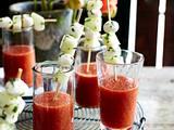 Kalte Tomatensuppe mit Melonen-Mozzarella-Sticks Rezept