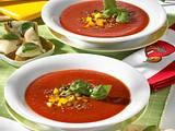 Kalte Tomatensuppe mit Mozzarella-Croûtons Rezept