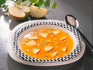 Kaltschale mit Apfelstücken Rezept