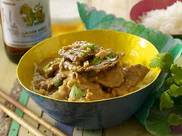 Kang-Mas-Sa-man-Nua (Rotes Rindfleisch-Curry mit Erdnussen) Rezept