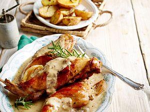 Kaninchen in Schalotten-Senf-Rahm mit Rosmarinkartoffeln Rezept