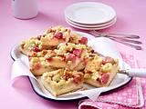 Karamell-Streuselkuchen vom Blech mit Stachelbeeren Rezept