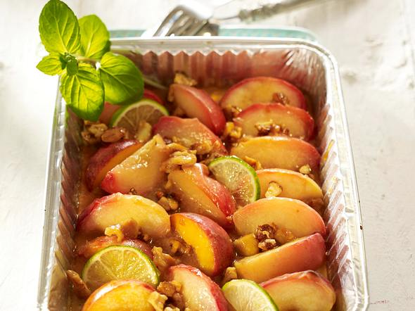 Karamellisierte Pfirsiche mit Krokantfüllung Rezept