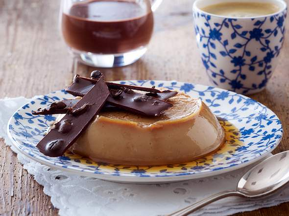Karamellpudding mit Schoko-Espresso-Soße und Crunch Rezept